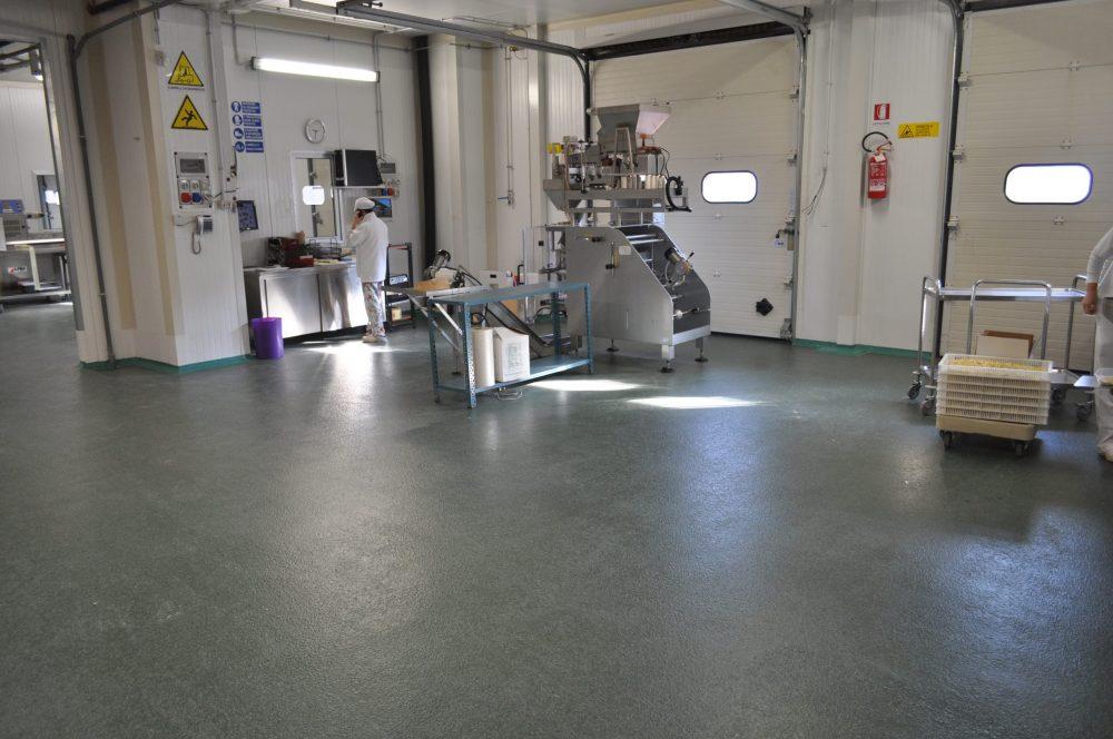 interno aziendale con pavimento antisdrucciolo
